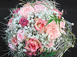 The latest techniques:  Join a wedding bouquet workshop with Thomas De Byrne with the latest in wiring armatures for wedding bouquets/