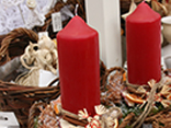 Step by step lessons to make your own Christmas decorations with pillar, taper and spherical candles.